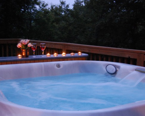 Hemlock Bluff hot tub