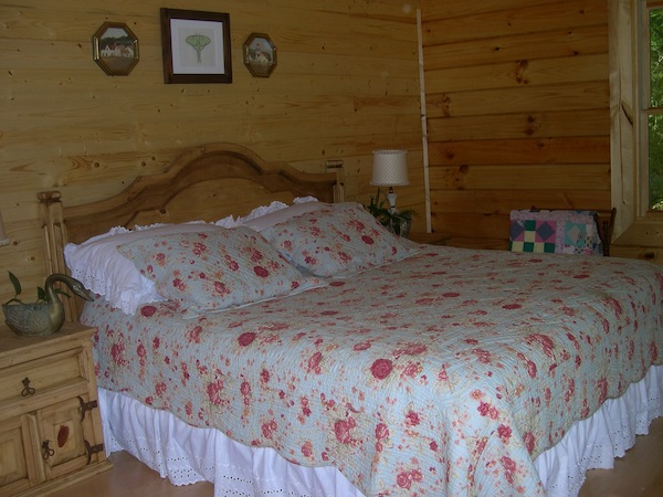 Hemlock Bluff master bedroom