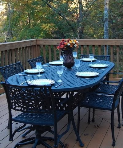 Hemlock Bluff outdoor dining