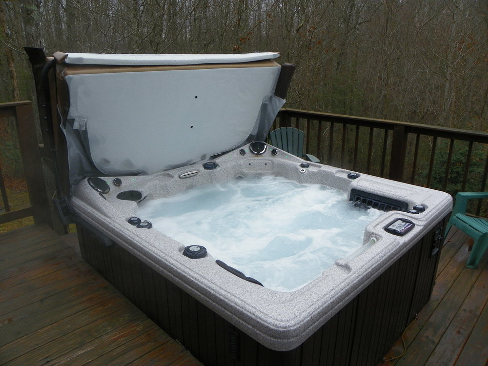 Fun cabin hot tub