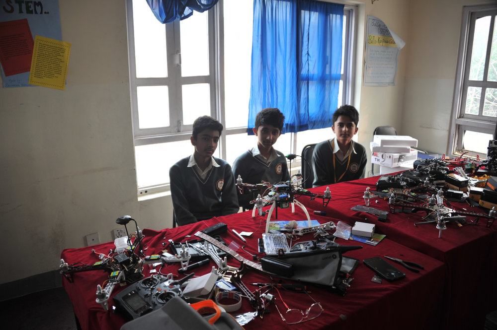 mck nepal 2016 students in lab with drone parts DSC_6426.jpg