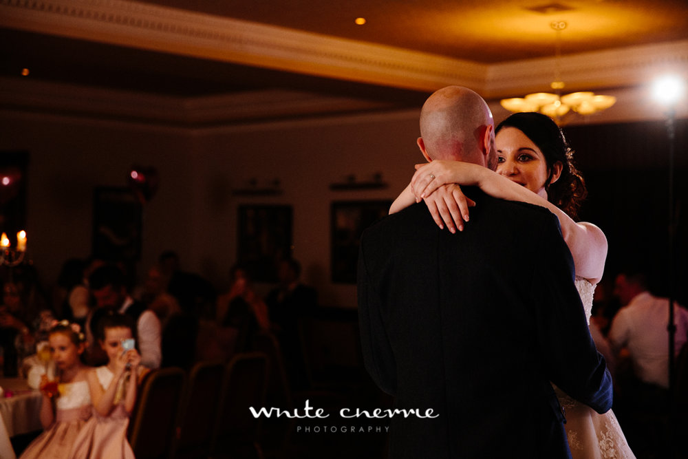 White Cherrie, Edinburgh, Natural, Wedding Photographer, Mandy & Ian previews (40 of 41).jpg