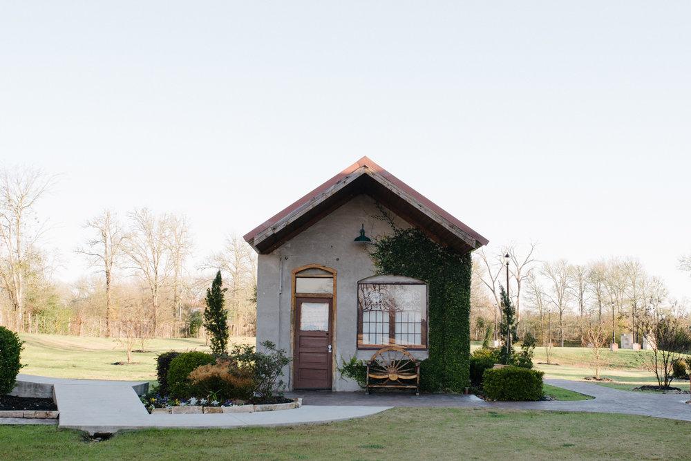 casperwedding-texasweddings-houstonweddings-oldedobbestation-montgomerytx-montgomeryweddings-bride-groom-bridalparty-weddingdress-2.jpg