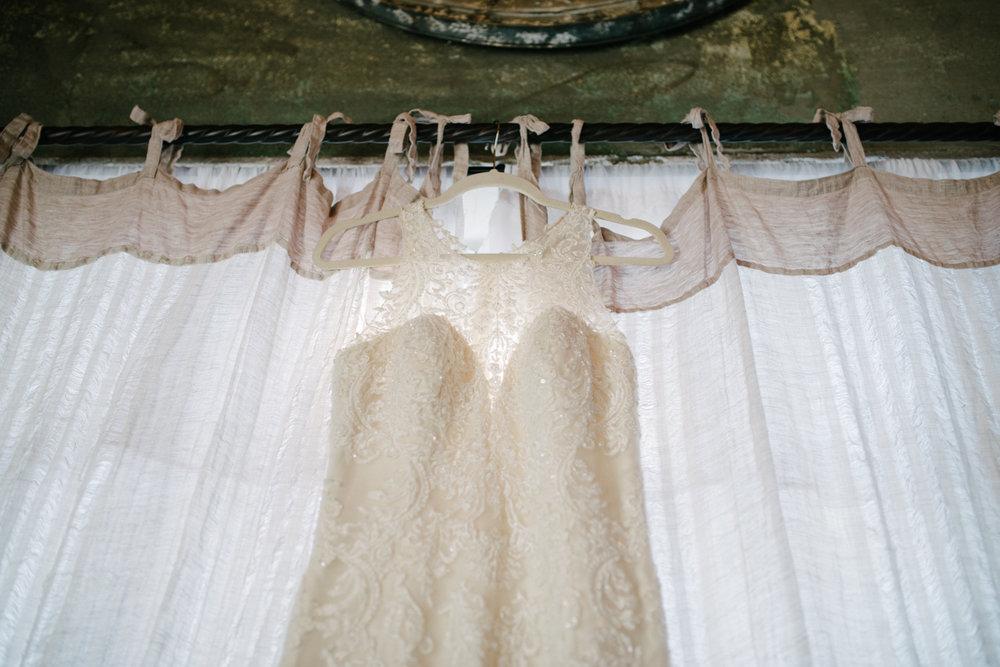 casperwedding-texasweddings-houstonweddings-oldedobbestation-montgomerytx-montgomeryweddings-bride-groom-bridalparty-weddingdress-14.jpg