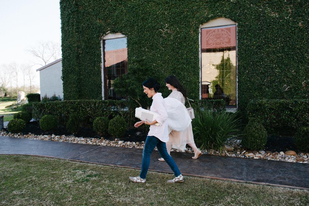 casperwedding-texasweddings-houstonweddings-oldedobbestation-montgomerytx-montgomeryweddings-bride-groom-bridalparty-weddingdress-13.jpg