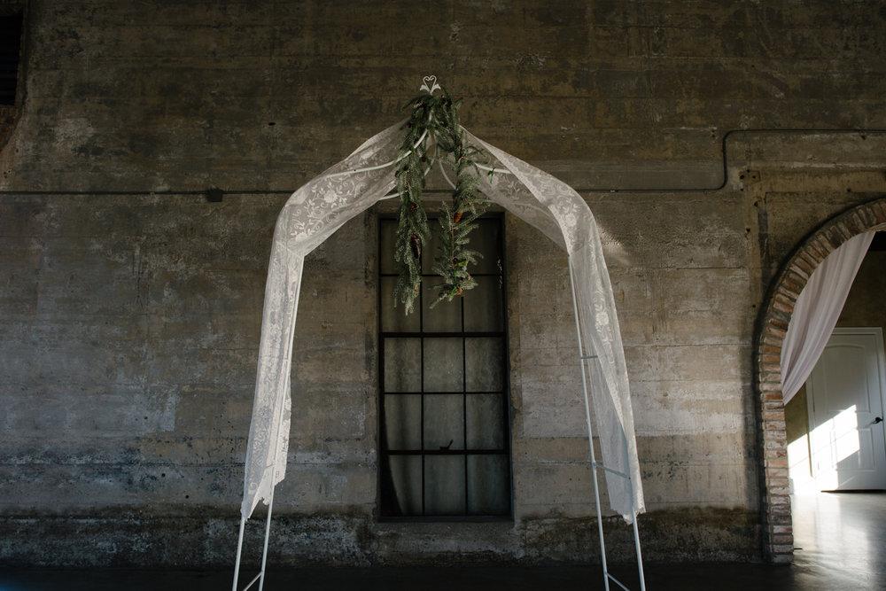 casperwedding-texasweddings-houstonweddings-oldedobbestation-montgomerytx-montgomeryweddings-bride-groom-bridalparty-weddingdress-15.jpg