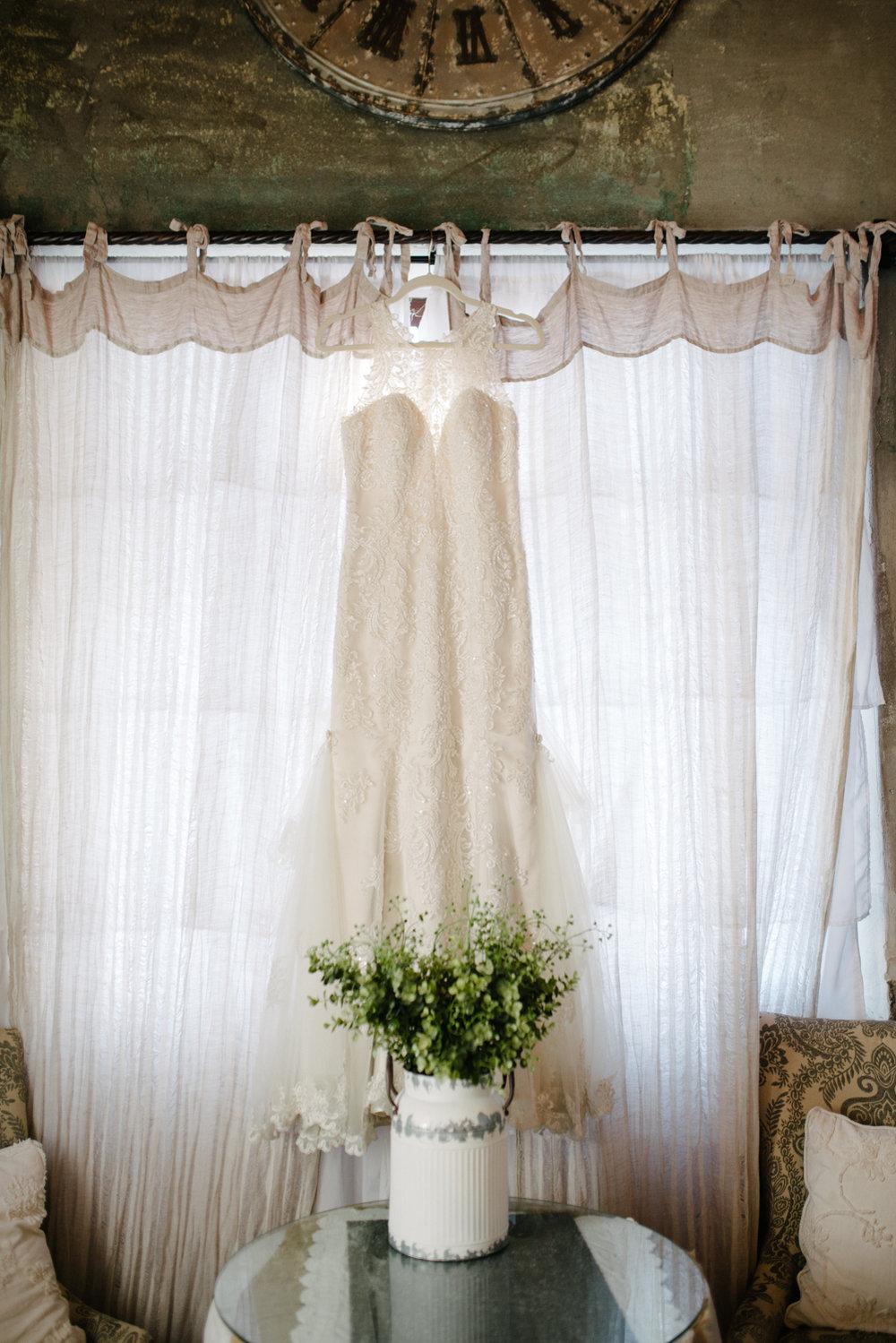 casperwedding-texasweddings-houstonweddings-oldedobbestation-montgomerytx-montgomeryweddings-bride-groom-bridalparty-weddingdress-17.jpg
