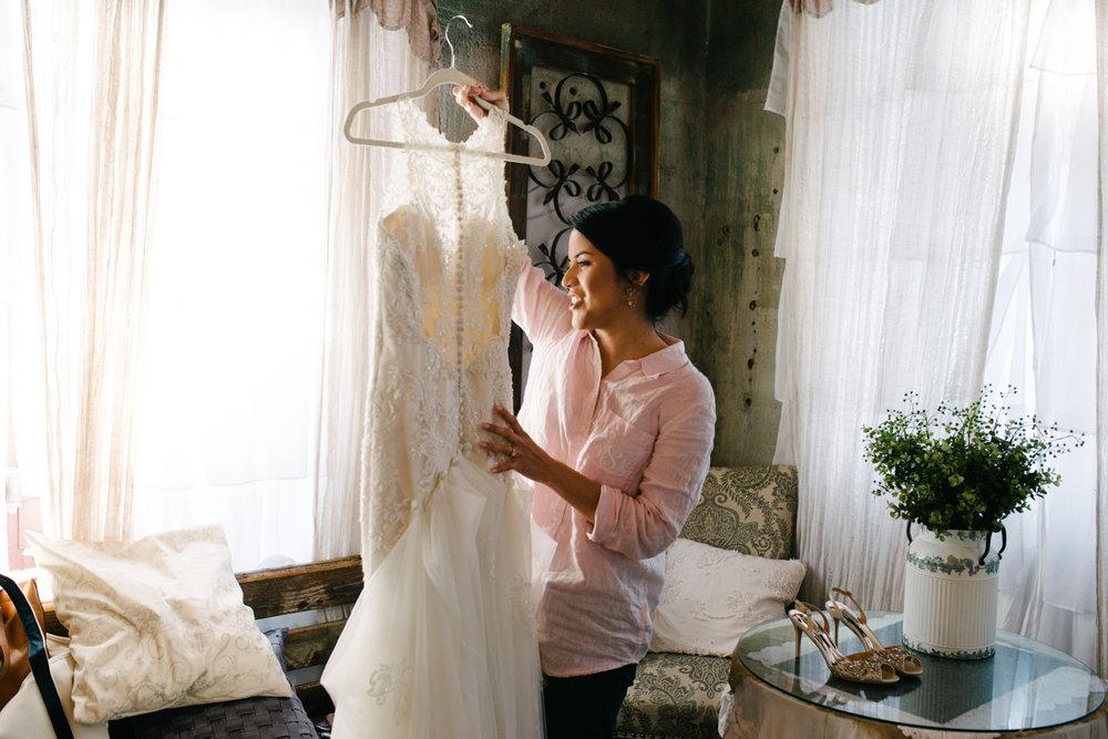 casperwedding-texasweddings-houstonweddings-oldedobbestation-montgomerytx-montgomeryweddings-bride-groom-bridalparty-weddingdress-18.jpg