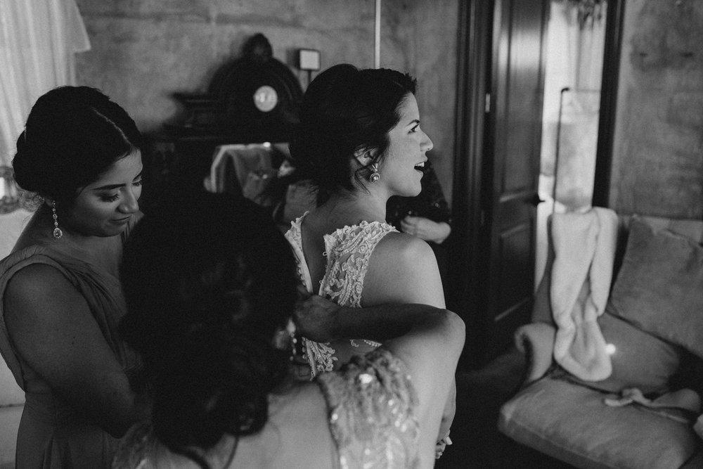 casperwedding-texasweddings-houstonweddings-oldedobbestation-montgomerytx-montgomeryweddings-bride-groom-bridalparty-weddingdress-22.jpg