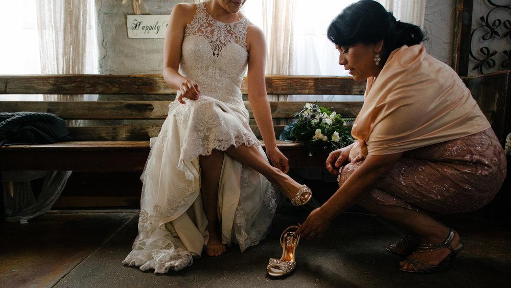 casperwedding-texasweddings-houstonweddings-oldedobbestation-montgomerytx-montgomeryweddings-bride-groom-bridalparty-weddingdress-26.jpg