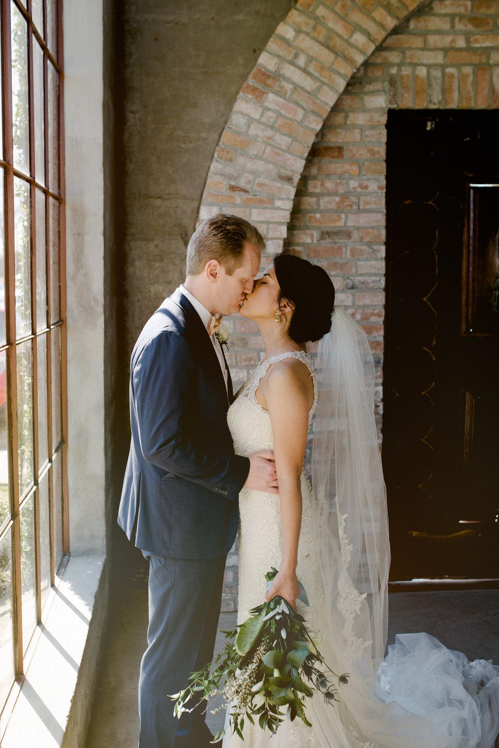 casperwedding-texasweddings-houstonweddings-oldedobbestation-montgomerytx-montgomeryweddings-bride-groom-bridalparty-weddingdress-63.jpg