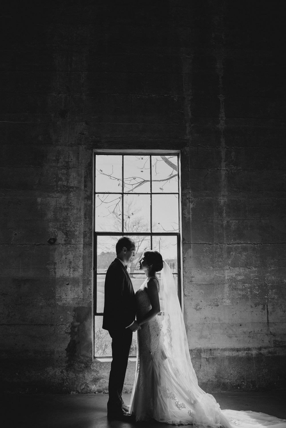 casperwedding-texasweddings-houstonweddings-oldedobbestation-montgomerytx-montgomeryweddings-bride-groom-bridalparty-weddingdress-64.jpg