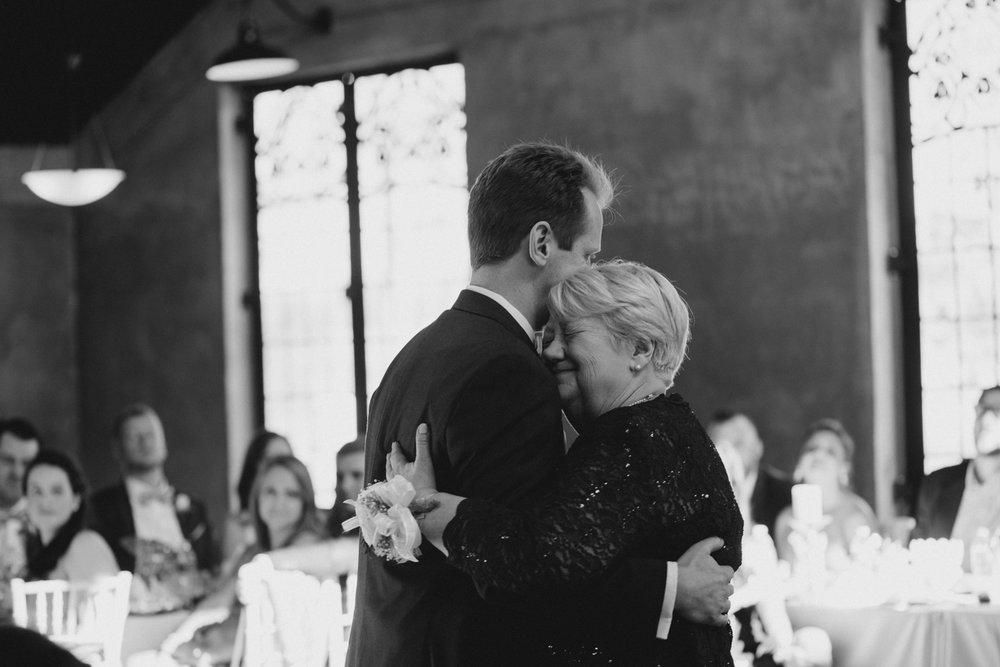 casperwedding-texasweddings-houstonweddings-oldedobbestation-montgomerytx-montgomeryweddings-bride-groom-bridalparty-weddingdress-86.jpg