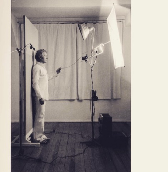 Roman Opalka setting up for the frontal head shot in his studio