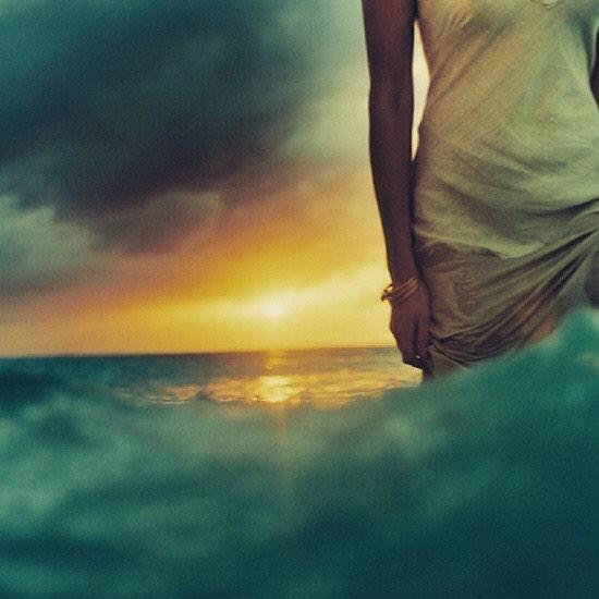 Trust the mystery. She's beckoning you home. #newmoon #lifecoach #soul #mystery #mystic #ocean #feminine #lifestyle #wellness #magic #enchantress #wild #wildwomen #wildwoman #goddess #healer #healonhealer
