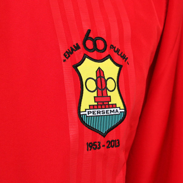 Training-Jacket_Crest-detail.jpg