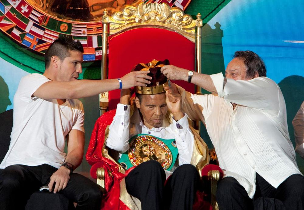 "Argentinian boxer Sergio ""Maravilla"" Martinez (left) and the president of the World Boxing Council, Jose Sulaiman (right), place the crown of ""King of Boxing"" on former American boxer Muhammad Ali during the 50th Convention of the World Boxing Council in Cancun in this Dec. 3, 2012. (Victor Ruiz Garcia/REUTERS)"