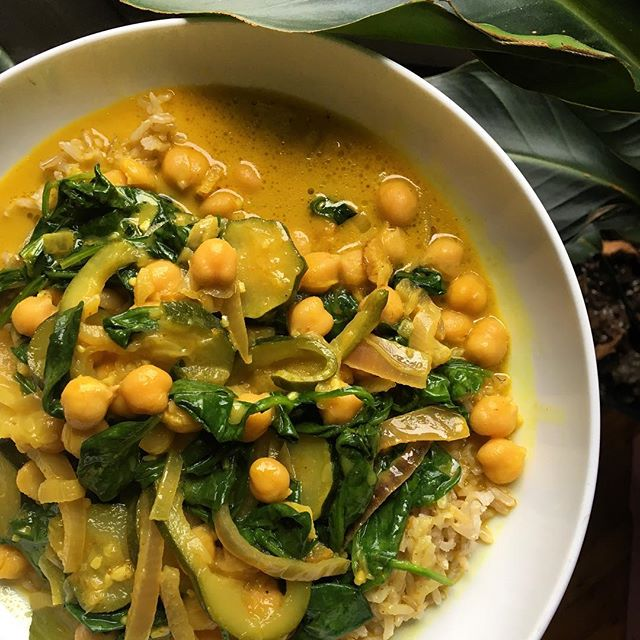 nourishing foods post partum.  coconut milk for healthy fats.  turmeric as an anti inflammatory.  dark greens to help detoxify the body and replenish balance.  lots of spices for digestion. ginger. garlic. cayenne. onions. 👯 inspired by #eatprettyeveryday the book and our friend @laursliv ❣️ . . #postpartum #pregnancyfoods #greens #alkaline #alkalinediet #nourishbowl #nourishyourbody #wellness #food #healthiswealth