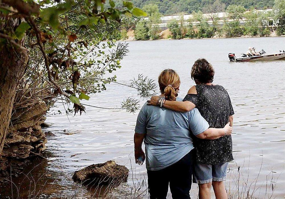 Family-of-missing-kayaker-Helene-Brandy.jpg