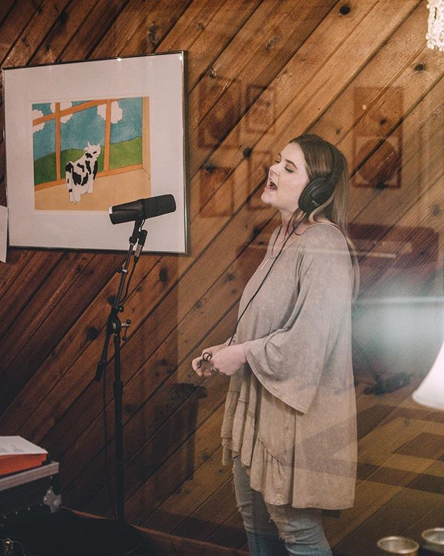 There's a new post on the blog all about the songs that inspired #GoodEnough ! - Recording at @welcometo1979 was an absolute DREAM ✨ I had the most amazing live session band, ( @johnnymillerv @willmartinbass @terencefclark ) producer: @ryanpoolemusic & the always supportive & brain behind the chaos that is my life, @lelocreativemgmt 💕 this day fell together beautifully and forged the foundation of what you all will be hearing very soon! The link is in my bio ✨! 📸: @erikarock_