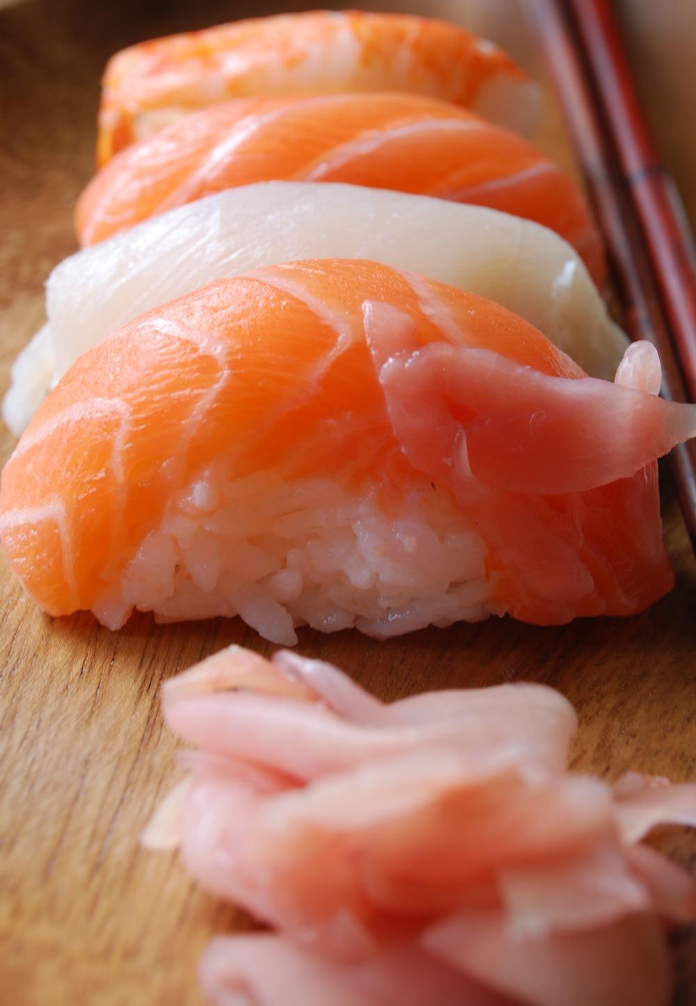 sushi-japonese-food-on-a-wooden-plate_7yfwGV.jpg