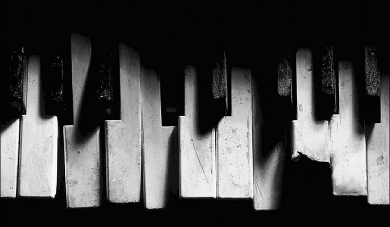 Broken-Musical-Instrument-Wallpapers-Photo-HD-89203932.jpg