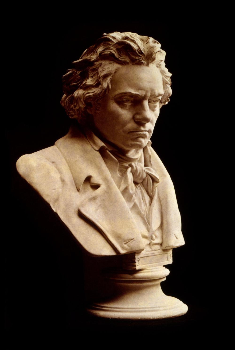 Beethoven_bust_statue_by_Hagen.jpg