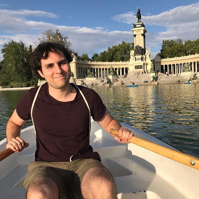 Row row - - - #rowrowrowyourboat #madrid #spain #elretiro #niceday #nofilter 📸 @pearroberts