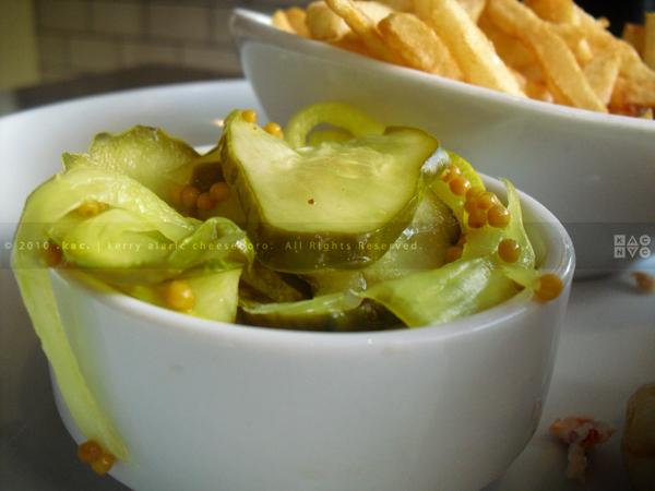 5 Napkin Burgers Pickels