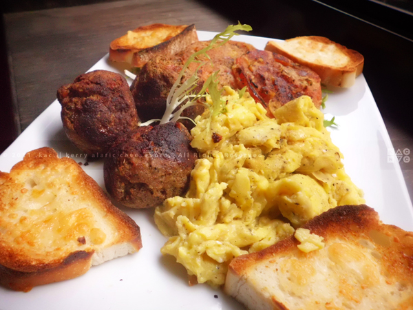 Scrambled Eggs With Meatballs