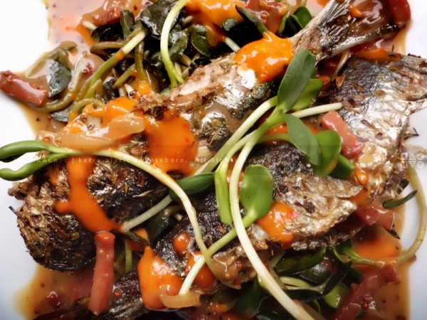 Grilled Fresh Sardines with Chili Peanut Suace