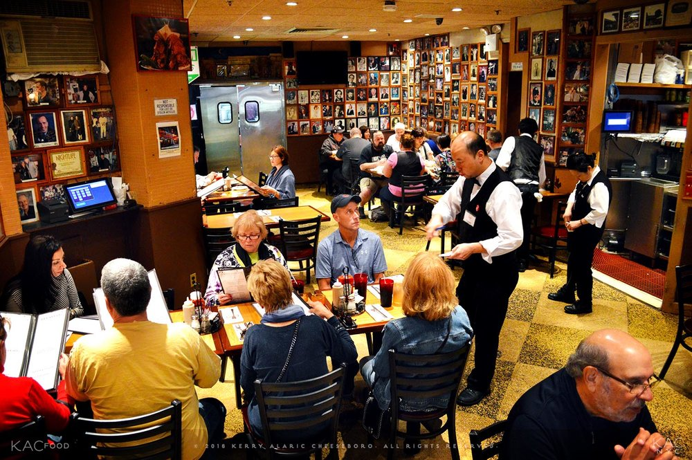 kac_foodo-161020-carnegie-deli-dining-room-1-1500.jpg