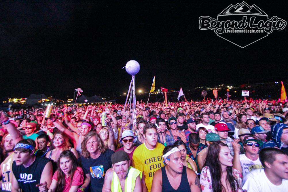 crowd5.jpg