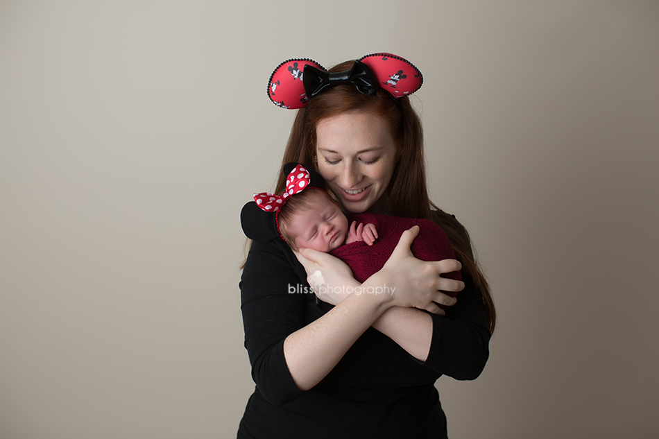 minnie mouse mom newborn disney photo