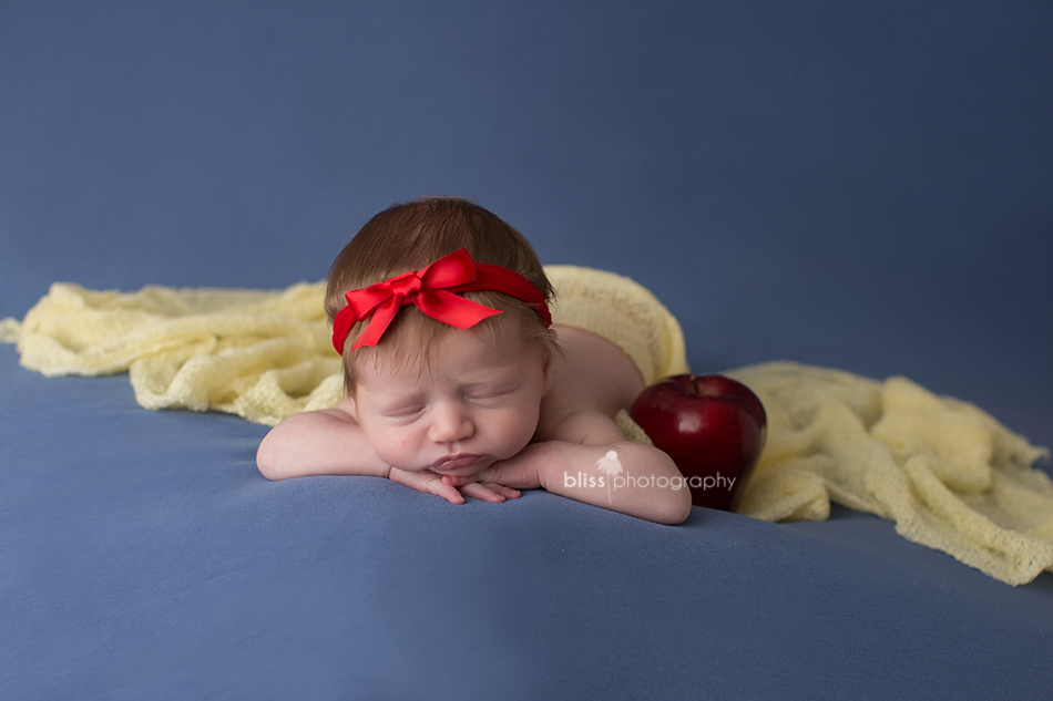 snow white disney newborn photo shoot
