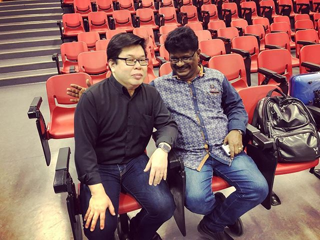 Saxophonist @teoboonchye and violinist Lazar T.Sebastine, before our workshop last Monday. I believe this is the first time we have got them both smiling at same time 😂 #concert #workshop #rivervalleyhighschool #contemporary #music #ensemble #jazz #indianmusic #carnaticmusic #sax #indianviolin #piano #chambermusic #recital #Singapore #bebop #instamusic