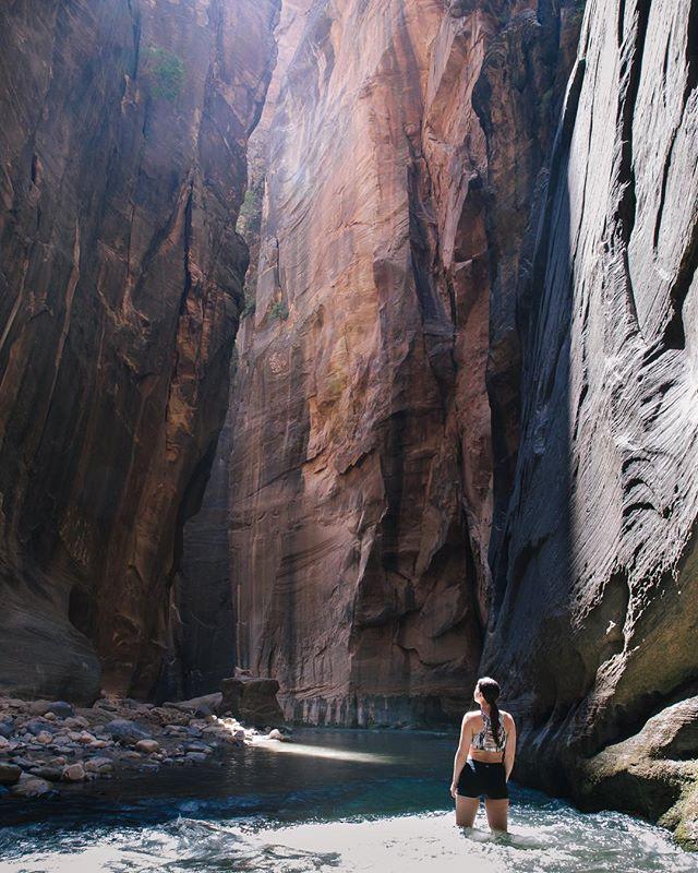 Awe-inspiring 🏜 . . . . . #zionnationalpark #hiking #nationalpark #youtah #getoutside #hikingadventures #wanderlust #dirtbagrunners #optoutside #explore #zionnps #canyon #thenarrows #hike #werutah #igutah #utahunique #nps #utahisrad #findyourpark #naturephotography #vscocam #beautiful #love #utah #rei1440project #modernoutdoors #mountaingirls #sheisnotlost