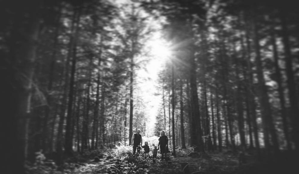 The Hoskin Family #familyphotoshoot #family #forest #haldon #sun #VSCO #mono (at Yeti Photography)