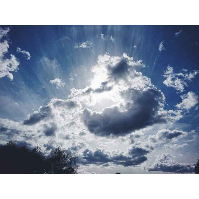 #instasize #sky #cloud #sun #sunrays #lightrays #VSCOcam