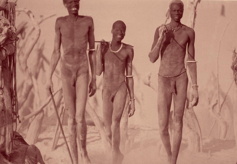 Un groupe d'hommes Dinka