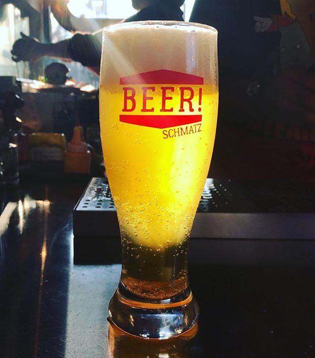 今週もお疲れ様でした!疲れを癒すには、やっぱりこの黄金に輝く万能薬しかありませんね。シュマッツビールで乾杯!  Who can resist this golden elixir? The only end-of-the-week drink to be had! Prost to the weekend!  #TGIF #Friyay #シュマッツ #シュマッツビアダイニング #お疲れ様です #乾杯 #ビール #ドラフトビール #クラフトビール #ドイツビール #地ビール #東京 #beertender #tokyobeer #tokyofood #tokyo #craftbeer #craftbeer #beeroftheday #beerstagram #beertime #germanbeer #japanesebeer #赤坂見附 #赤坂 #神田 #commune2nd