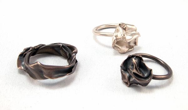 Fold, black rings