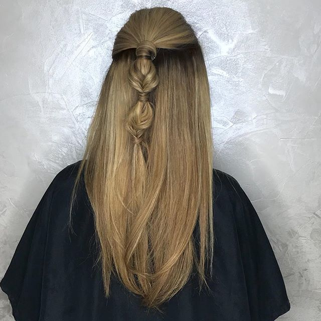 Highlights and styling by Destiny 😍 . . . . #nycblonde #blondespecialistnyc #braid #blondehighlights #bubblebraid #colortouch #colorworksny #colorworksdestiny