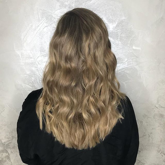 1/2 head of beige highlights and haircut by Destiny Using a combination of highlights along with micro lights to give a more blended look that will brighten the hair without being too high maintenance. Swipe to see side view and before ➡️ . . . . #beigeblonde #beigehighlights #microlights #highlights #blondespecialist #nycblonde #colorworksny #halfheadhighlights #colorworksdestiny