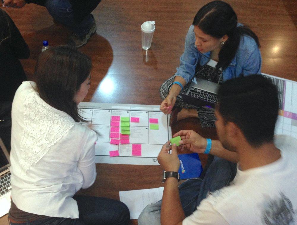 Emprendimiento e Innovación - Es un curso dirigido para todas las carreras de la ESPOL y los estudiantes lo pueden tomar una vez aprobado el 50% de sus materias.  El principal objetivo del curso es que los estudiantes logren reconocer las dinámicas del emprendedor y las utilicen para reflexionar sobre sus propias motivaciones, actitudes y competencias emprendedoras.