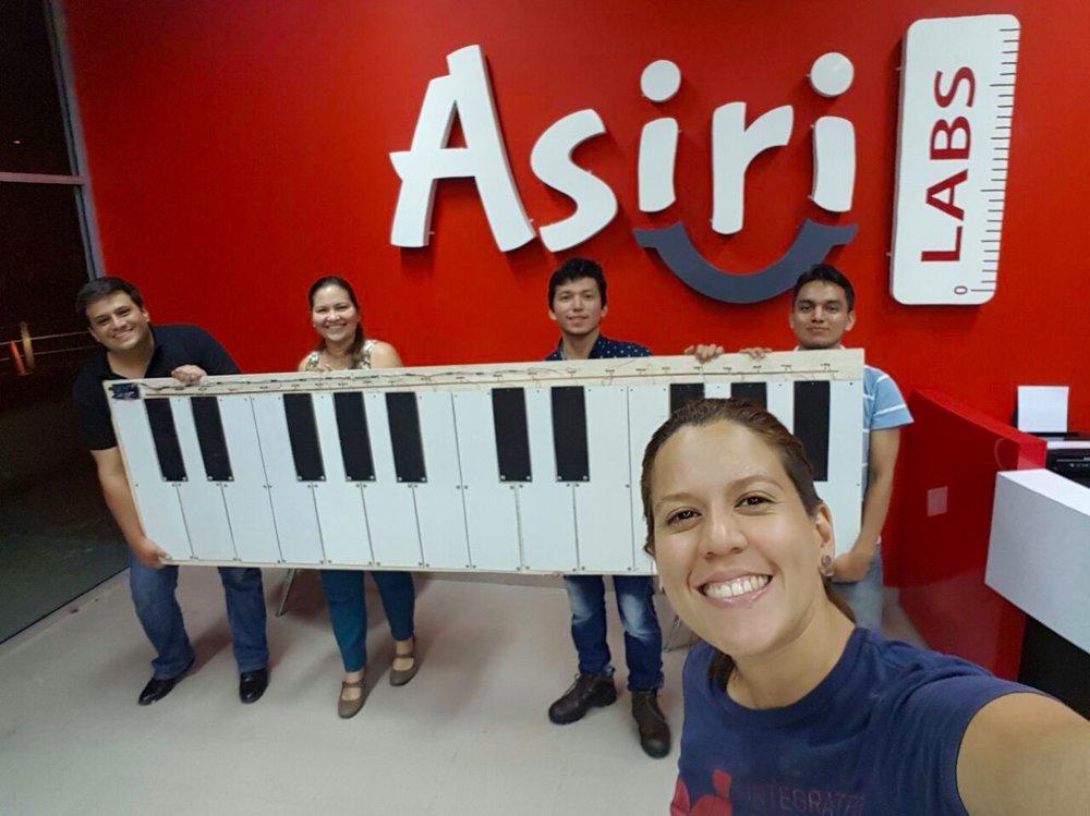 """Asiri Labs - Es el Fablab aliado de ESPOL que promueve la cultura """"makers"""" y posee impresoras 3D, cortadoras láser, y otros equipos y herramientas para construir y modelar. Se puede tener acceso a los equipos y materiales por parte de los estudiantes de cursos formales de la ESPOL."""