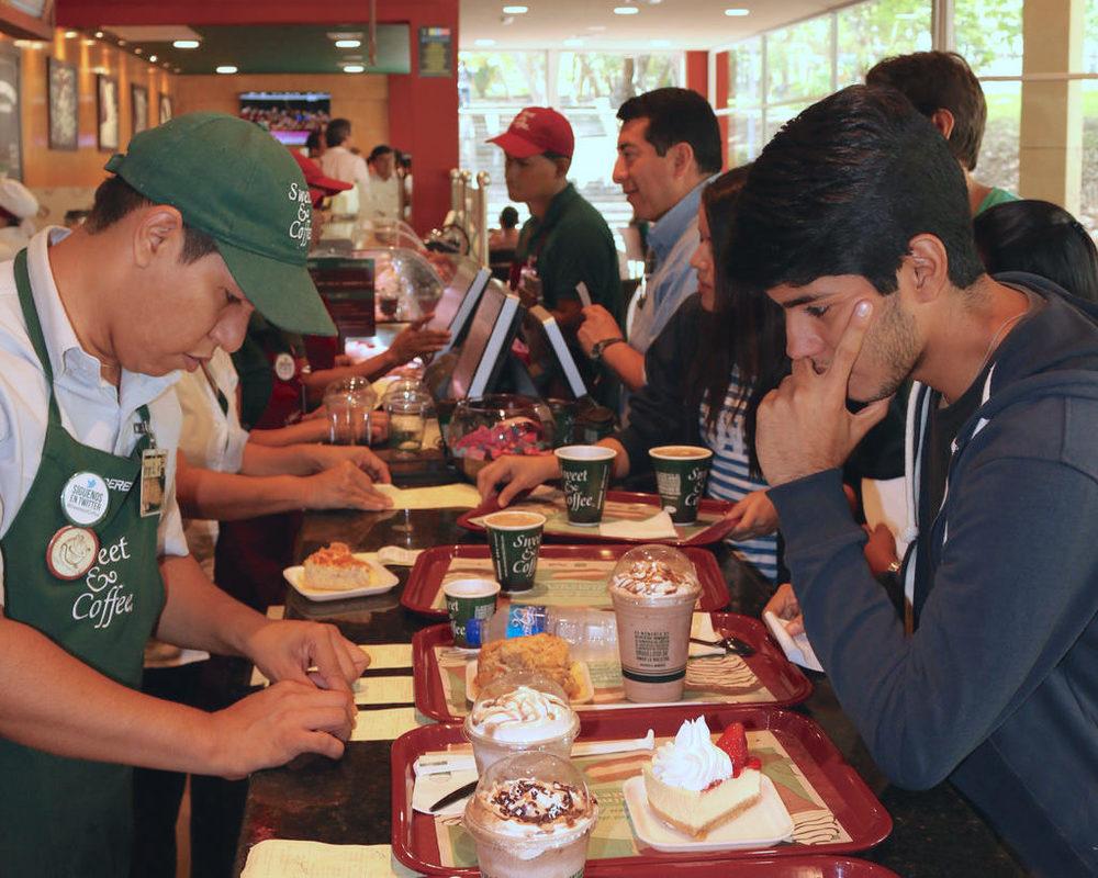 El mejor café - En ESPOL existe una serie de facilidades de alimentación como un Sweet and Cofee donde puedes disfrutar de momentos de descanso con tus colegas o quizás puedas concretar una reunión de negocio disfrutando del mejor café de la ciudad.