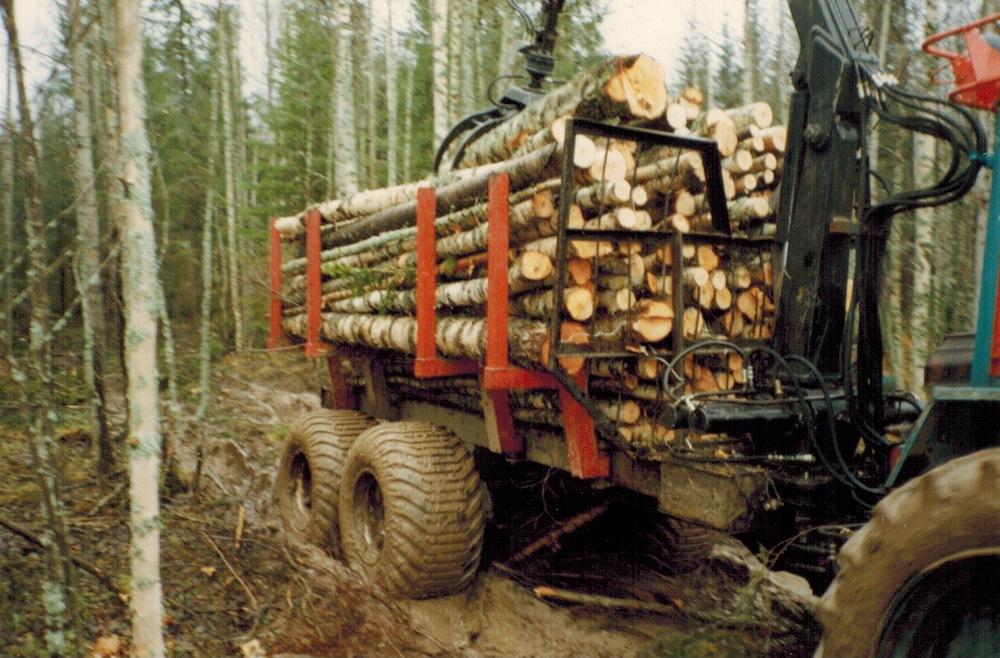 Russia_traktorikuljetus.jpeg