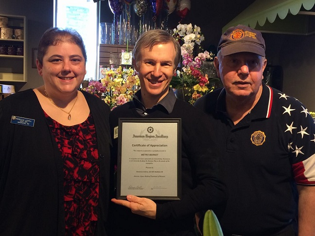 Post 501 Cdr. Tom Stolarczyk & Aux. Unit 501 Pres. Rebecca Lovell presenting Cert. of Appreciation to Metro Market - 2/17/2017