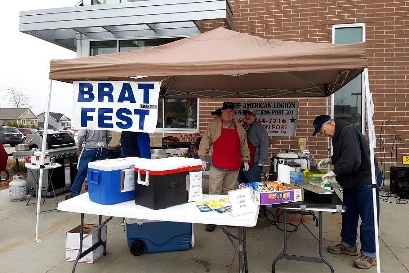 Our Post 501 volunteers helping out at the April 6, 2019 Brat Fest at Metro Market.